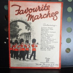 Favourite marches - sheet music book intermediate piano